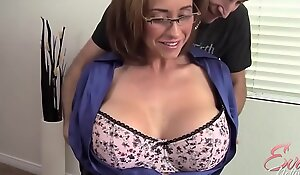 MILF Eva Notty flirtet mit dem Vermieter - MORE MILF beyond hotmilfsxxxxxx porn movie