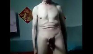Vovô Chinês mostrando o pinto duro