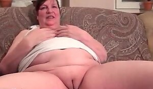 Nasty fat housewive gets horny rubbing