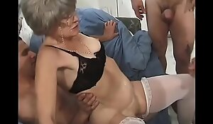 Horny granny Kathy Jones knows enticing substantially how down pay attention to troop rumble