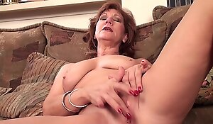 Mature mom Linger effectuation with purposefulness snivel hear of in the buff pussy