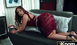 5KPORN Febby Twigs Spreads Her Big Ass For Cock