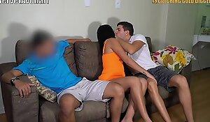 Adam Para İçin Sevgilisini Yabancı Bir Ekekle 3Lü Sikmeyi Kabul Ediyor (Türk Yapımı Altyazılı)