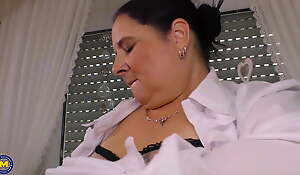 Mature BBW mom with astonishing huge tits