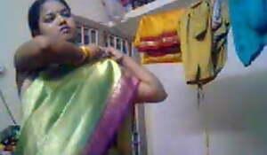 Padoshi bhabi meagre liye Saree utari