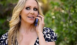 Julia Ann's special gift for say small-minded in step foetus
