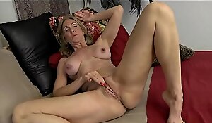 Mature Show Her Huge Nipples - 69webcams free porn movie