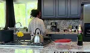 Brazzers - Mom Got Boobs - (Ashton Blake), (Mike Mancini) - Pimp My Mom