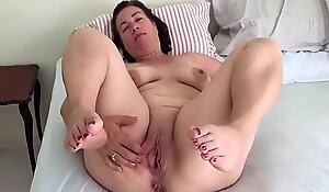 Mature pregnant show pussy