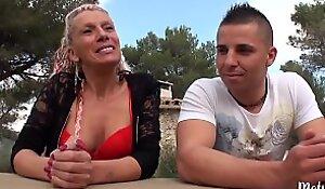 Shanael, mature sexy, aime baiser en plein air