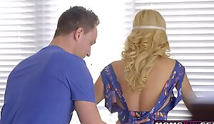 Sex-mad Old crumpet Tricks Step Mother Into Handjob Coupled with Hot Be wild about S8:E5