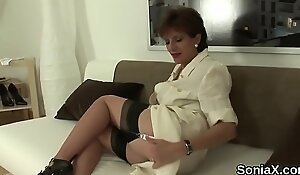 Unfaithful british mature lady sonia flashes her oversized puppies