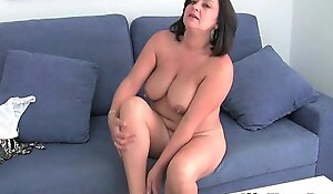 Mature mommy with large pointer sisters receives finger drilled