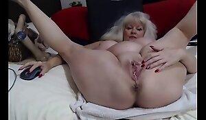 Horny Webcam GILF Fingering Her Mature Asshole
